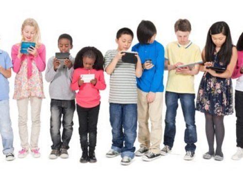 مراقبت از ذهن و روان کودکان از آسیب فرایند های دیجیتالی و ویدئویی برای ورود موثر به مدرسه